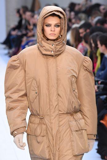 La double capuche de Max Mara. Milan, le 20 février 2020.