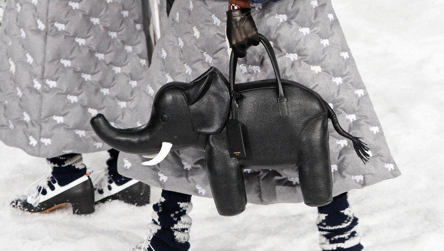 Le sac en forme d'éléphant de Thom Browne. Paris, le 1er mars 2020.