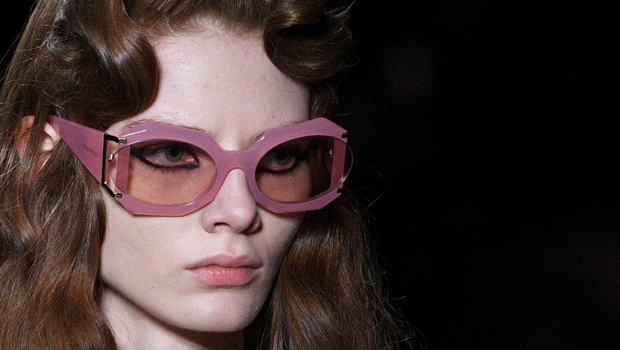 Les lunettes d'inspiration rétro chez Miu Miu. Paris, le 3 mars 2020.