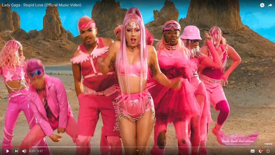 "Lady Gaga dans le clip de ""Stupid Love"""