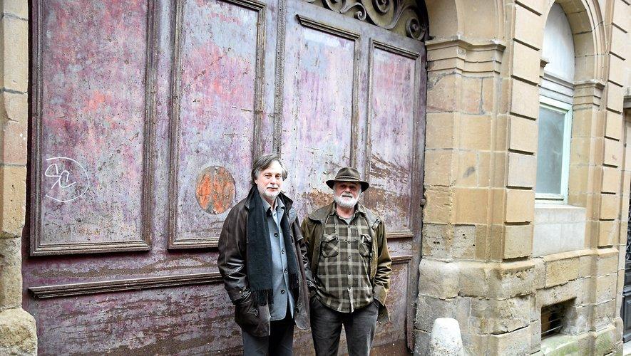 Dominique Jacomet et Guy Sounillac, devant le futur institut des métiers de l'estampe originale.