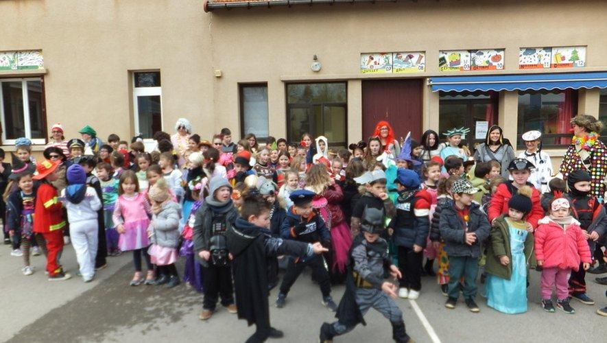 Les écoliers de Saint-Charles ont respecté la tradition en fêtant carnaval
