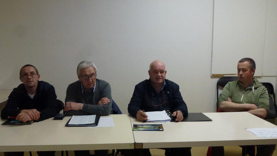 Les membres du bureau réunis autour du président, Claude Rus.
