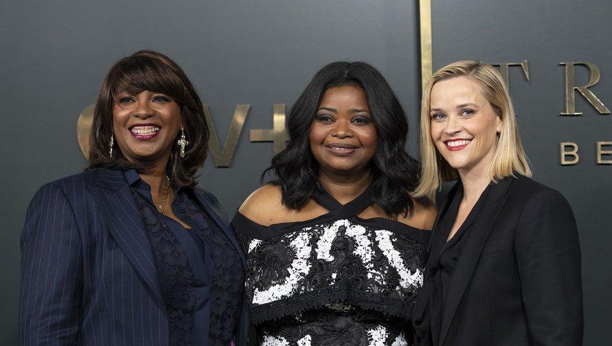 Octavia Spencer (au milieu) signera également son retour en tant que productrice exécutive aux côtés de Reese Witherspoon et de la showrunneuse Nichelle D. Tramble (à gauche).