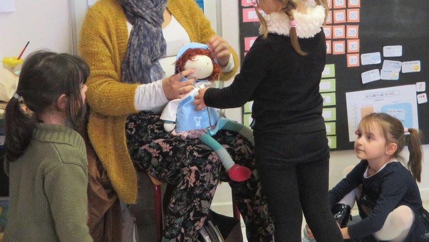 Zoé, Fanette et les enfants en cours d'occitan