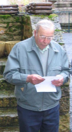 Louis Conquet, en mars 2006, lors de l'inauguration de l'électrification des cloches de l'église.