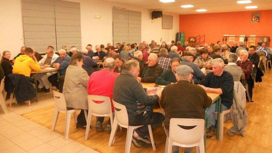 Les nombreux joueurs ont passéune belle soirée à  Sébrazac.