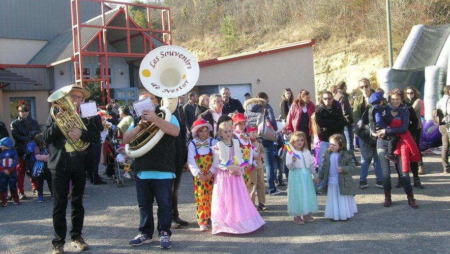 Le défilé, un grand moment de plaisir pour les enfants.
