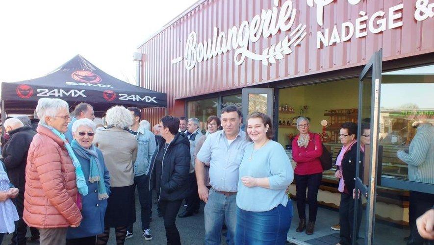 Bon augure ? La foule était là pour l'inauguration de la nouvelle boulangerie… et le soleil aussi !