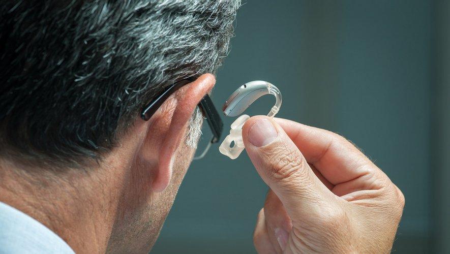 Pertes auditives : s'appareiller contre la démence