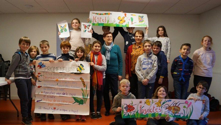 Les enfants ravis de présenter leur travail aux côtés de Marie-Paule et Dany.