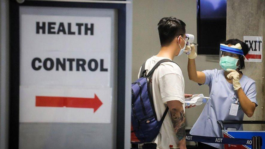 Apparu en décembre en Chine, le coronavirus affecte tous les continents, sauf l'Antarctique, et perturbe la vie quotidienne et économique dans un nombre croissant de pays.
