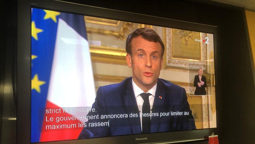 Établissements scolaires fermés, municipales maintenues : les mesures exceptionnelles de Macron