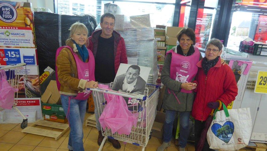 Les bénévoles de MAE, Michèle, Bernard Ginisty-Andrieu et Annie vendredi dernier.