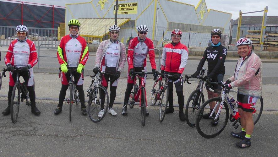 Quelques licenciés de l'Entente Cycliste lors de la sortie hebdomadaire du samedi.