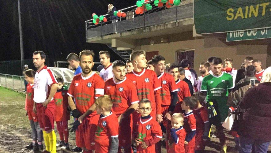 Entrée des joueurs lors du match  de quart de finale de la coupe de l'Aveyron