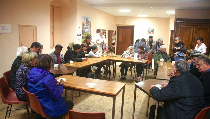Les participants ont dégusté une soupe préparée par les membres du groupe Solidarité de la paroisse Saint-Jacques Dourdou et Dazes.