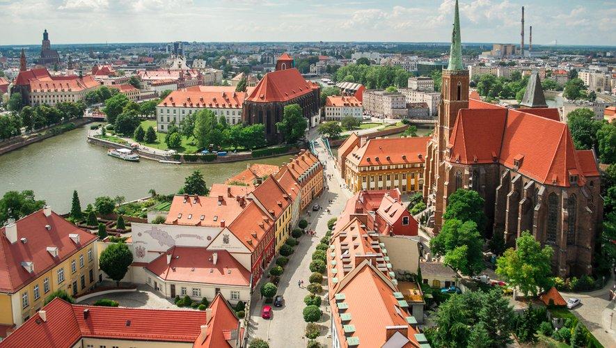 La Pologne a décidé de fermer ses frontières aux voyageurs étrangers.