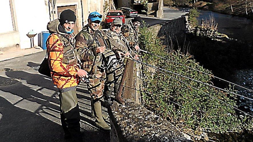 Les Albigeois fidèles au rendez-vousau pont de Castelnouvel.