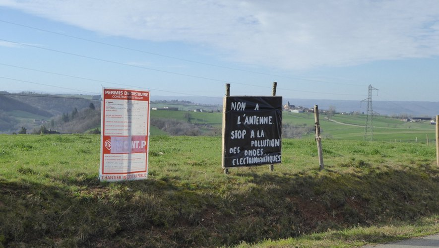 Le collectif « Santé Almont » affiche le refus d'implantation de l'antenne. Contact : collectifsante.almont@yahoo.com