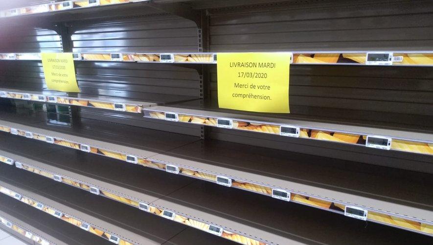 Les « drive » et les supermarchés sont pris d'assaut depuis vendredi. Et les rayons ne désemplissent pas de monde.
