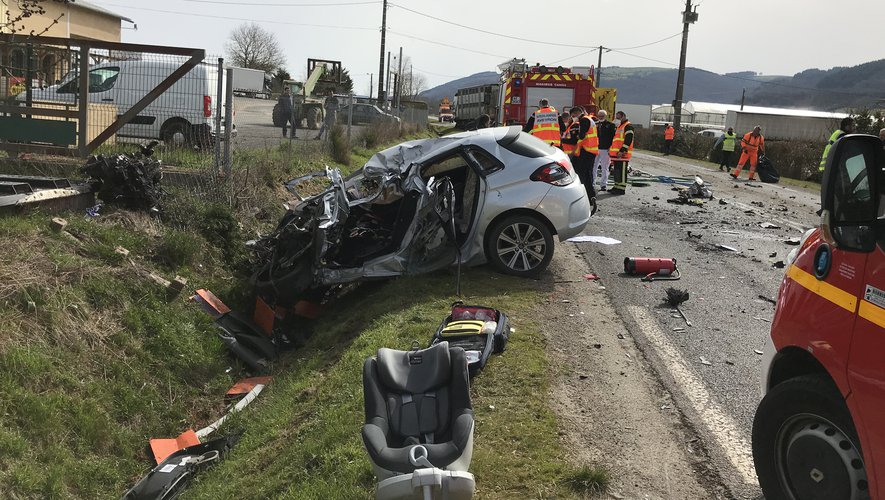 Le véhicule qui abritait le conducteur et deux jeunes enfants.