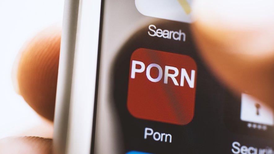 Le site PornHub, un des leaders du secteur, a d'abord offert une période d'abonnement premium à tous les résidents italiens avant d'étendre l'offre aux Français et aux Espagnols,