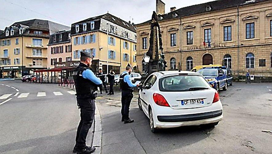 Hier, pour tout expliquer aux citoyens, gendarmes à Espalion, policiers à Rodez....