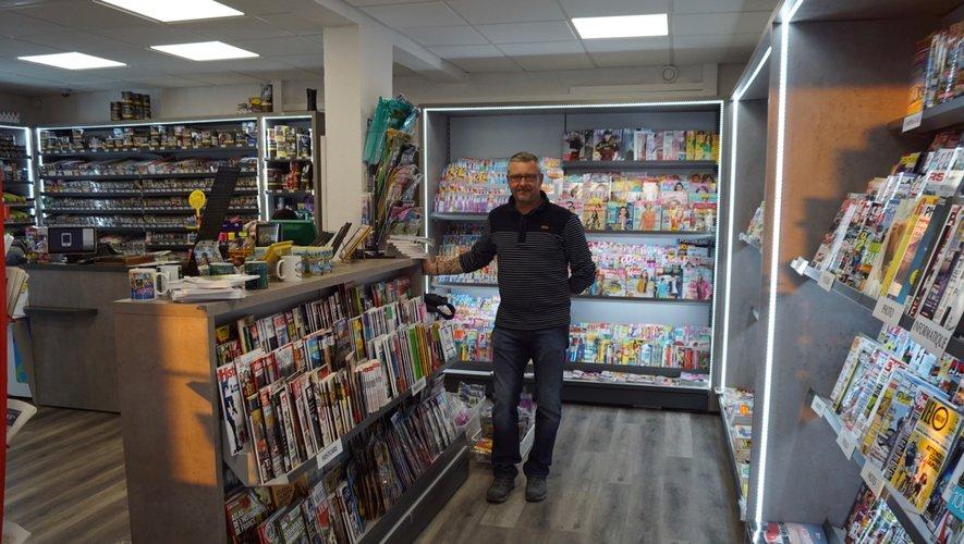 Stéphane dans son magasin réhabilité.