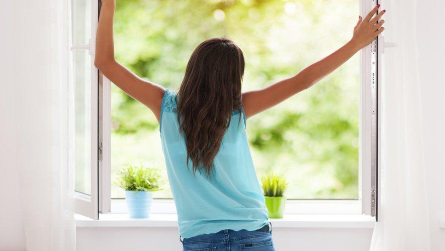 Selon l'Observatoire de la qualité de l'air intérieur, nos logements seraient au moins cinq fois plus pollués que l'air extérieur.