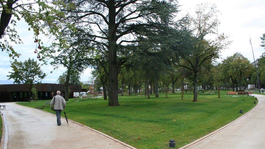 Le jardin public du foirail comme tous les parcs, interdits au public.