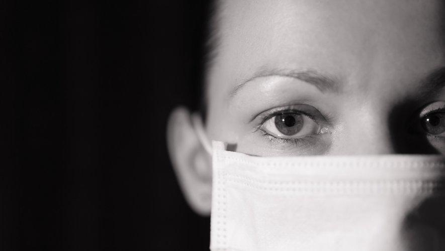 Dans une tribune publiée ce vendredi sur les réseaux sociaux, Tiana, infirmière puéricultrice dans un hôpital parisien, décrit les conditions intenables pour le personnel soignant en pleine épidémie de Covid-19.