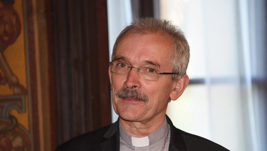 Le message d'espoir  de François Fonlupt, évêque de Rodez et de Vabres, est très clair : « La distanciation sociale ne doit pas couper le lien ! ».