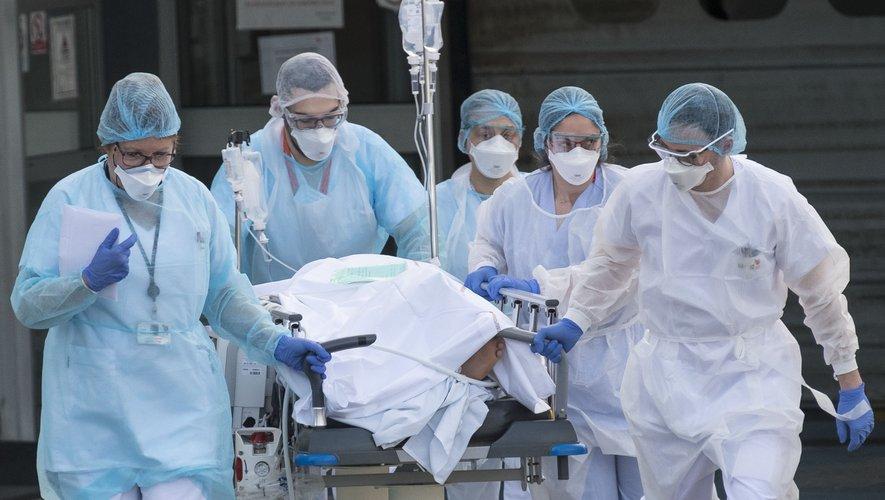 Coronavirus en France: 418 nouveaux décès, 3.024 morts au total