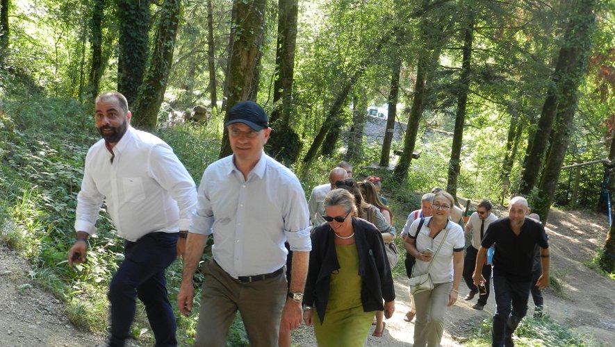 L'été dernier le ministre de l'Education nationale et de la Jeunesse, Jean-Michel Blanquer, était venu visiter la base de pleine nature de Najac, qui a été retenue pour accueillir le premier séjour de cohésion du SNU.