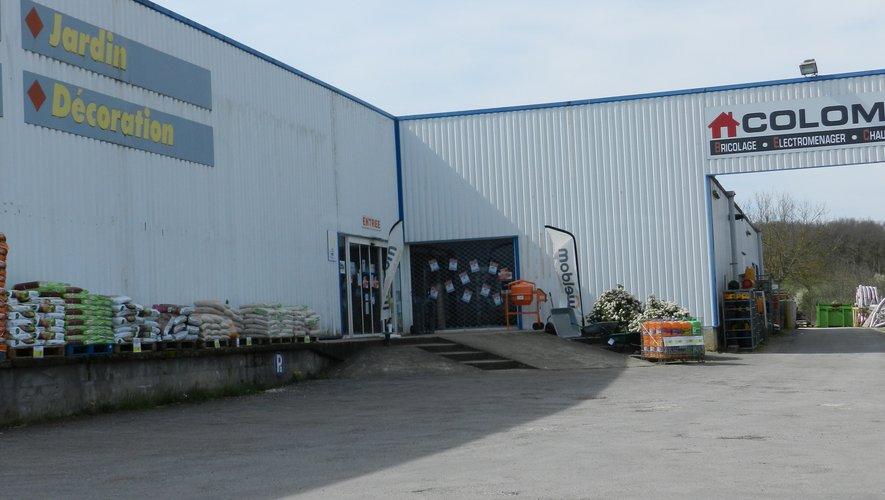 Les commerces de détail de matériaux de construction, de quincaillerie et de peinture sont autorisés à ouvrir.