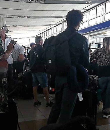 L'attente angoissante et interminable dans le hallbondé de l'aéroport de Santiago, au Chili.
