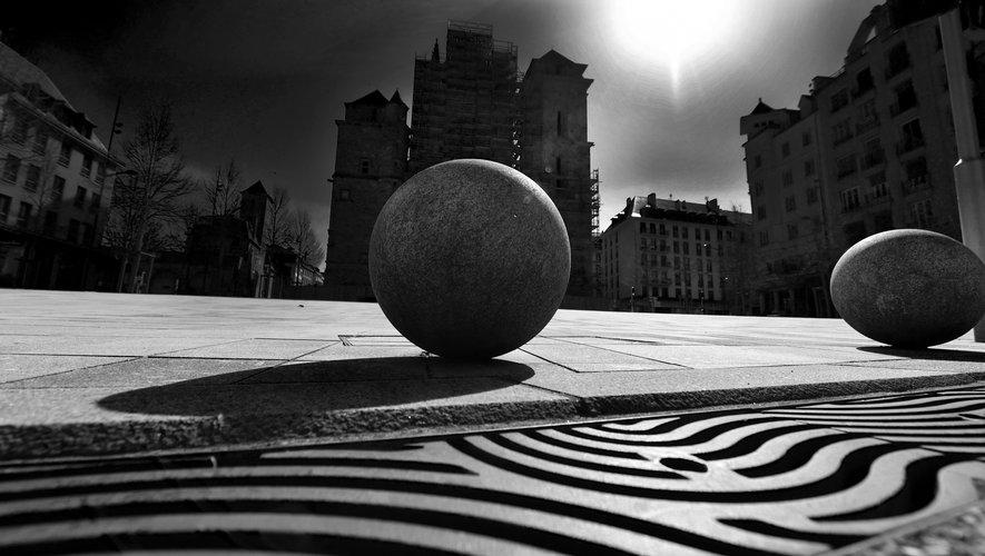 Place d'Armes, Rodez. Mars 2020.
