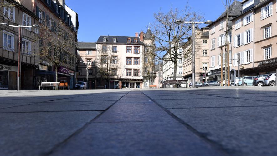 Place du Bourg à Rodez, déserte. Mars 2020.