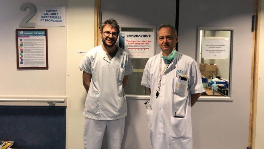 L'infectiologue Simon Ray, ici aux côtés du médecin en chef du service des maladies infectieuses au centre hospitalier Jacques-Puel : Bruno Guérin.