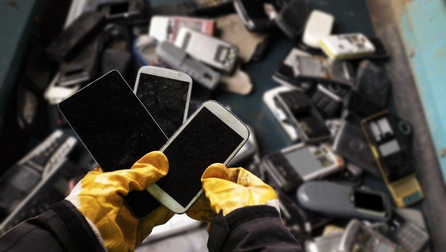 L'organisme chargé de la collecte et du traitement des produits électriques et électroniques usagés a appelé mercredi les Français à les stocker provisoirement chez eux