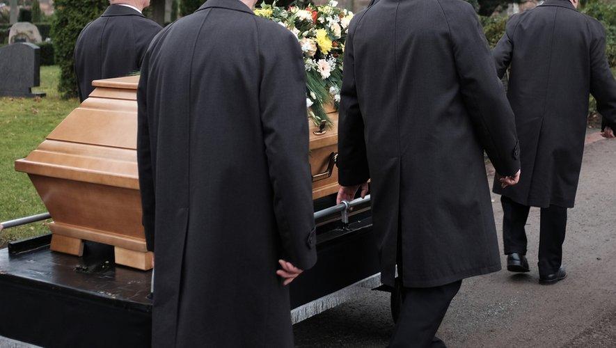 Covid-19 : comment s'organisent les funérailles ?