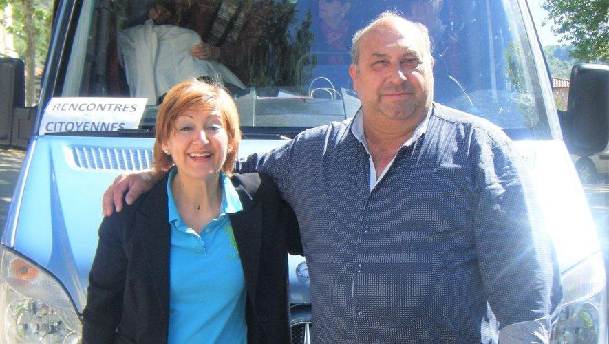 Anna avec Brunello, le chauffeur du bus qui a promené les Rignacois dans le sud de l'Italie.