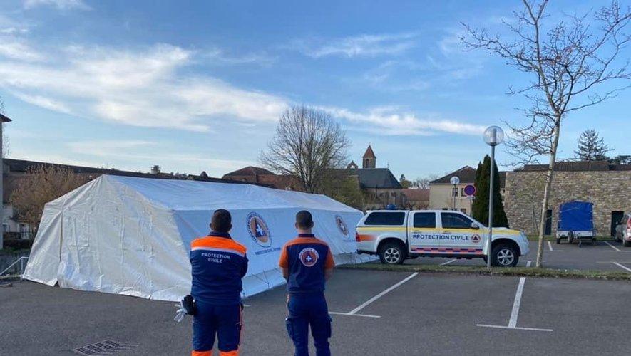 Après Rodez, une tente a été installée devant l'hôpital de Villefranche-de-Rouergue.