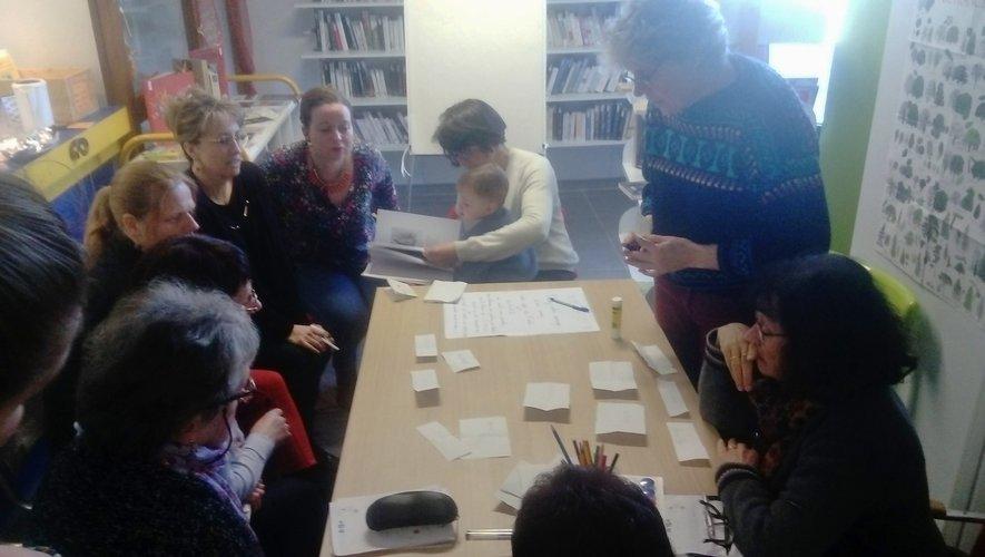 Une dizaine de personnes avait répondu à l'invitation des bénévolesde la bibliothèque.
