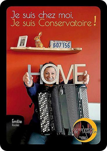 Et depuis, chaque jour, des photos sont publiées sur les réseaux sociaux avec le slogan « Je suis chez moi, je suis Conservatoire ! ».