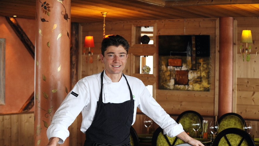 Jean Sulpice est le premier des cinq chefs étoilés des bords du lac d'Annecy à livrer jeudi 60 plateaux repas cuisinés à la maison pour les soignants de l'hôpital local.