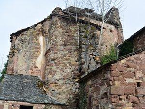 Le château de Bessuéjouls  en voie de réhabilitation