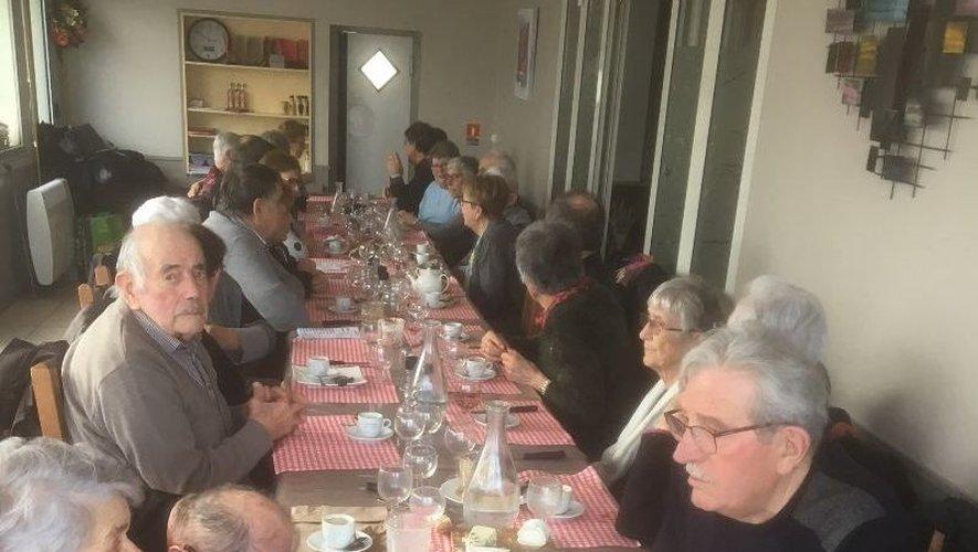 Les amateurs de belote ont partagé un moment de convivialité lors du traditionnel repas.