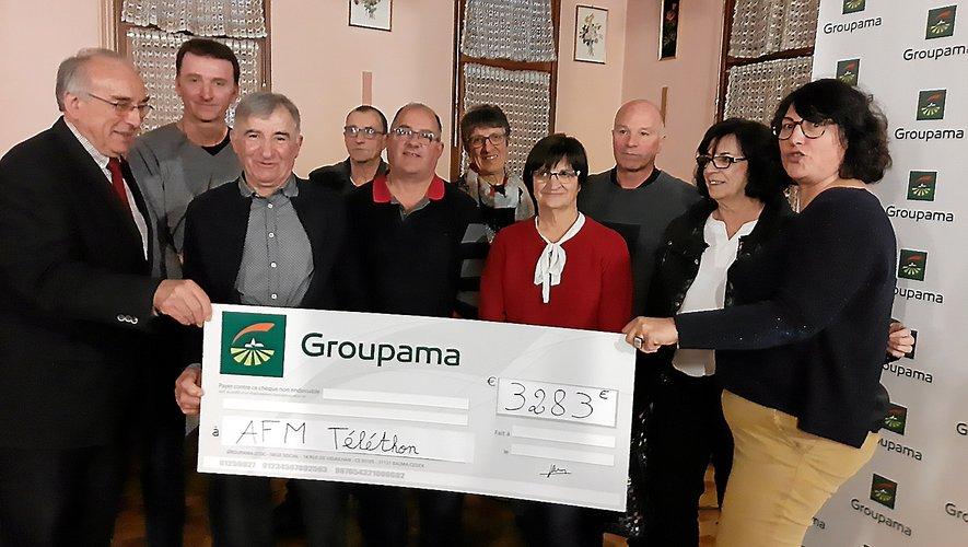 Les responsables des caisses locales du secteur ont remis un chèque à l'AFM.